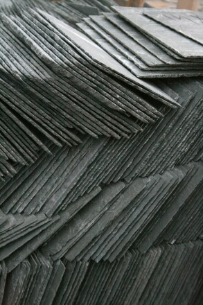 2008-06-26_Stacked_roofing_slate_1